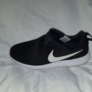 Nike Shoes - NIKE ROSHE RUN SLIP ON - BLACK/WHITE SIZE 13